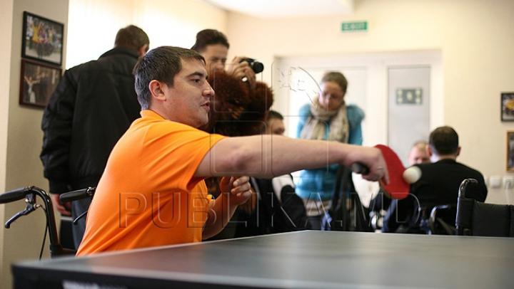 Parlamentul a sporit mărimea alocaţiilor pentru persoanele cu dizabilităţi. De ce majorări vor beneficia aceste persoane
