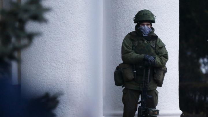 RUŞII ÎNCEP ATACUL! Militari ruşi au intrat pe teritoriul unei baze militare ucrainene din Crimeea