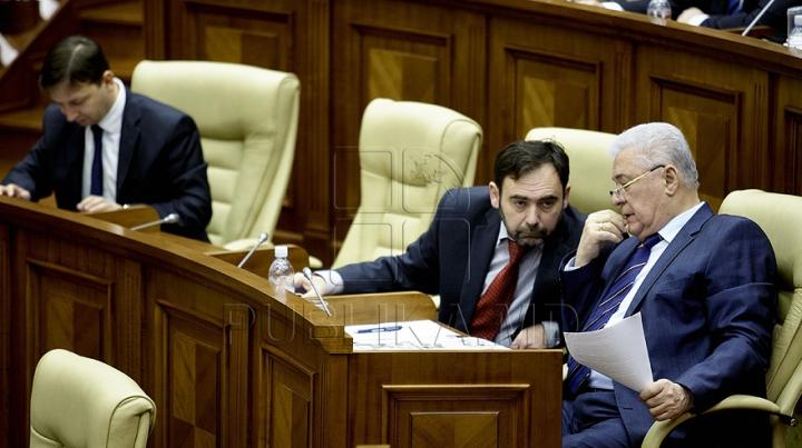 Deputaţii PCRM au părăsit sala de şedinţe a Parlamentului. Comuniştii sunt nemulţumiţi de declaraţia privind situaţia din Ucraina