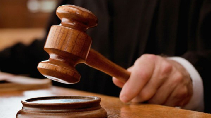 Un poliţist şi un angajat al fiscului din Cahul vor fi judecaţi DETALII
