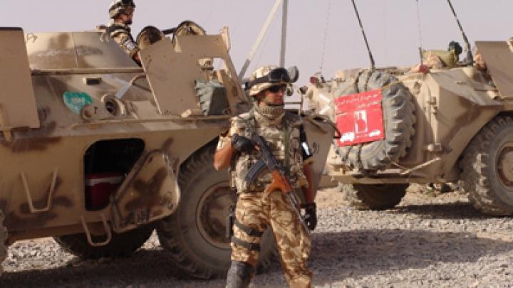Un militar român A MURIT, iar alţi cinci au fost răniţi în Afganistan