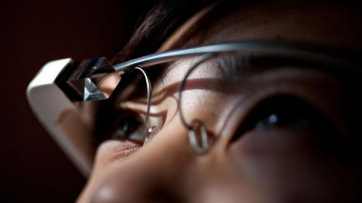 Ochelarii Google, interzişi în mai multe localuri. VEZI ce incidente a provocat gadgetul