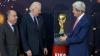 Trofeul Cupei Mondiale, a ajuns şi în SUA! Cupa a fost prezentată de John Kerry şi Joe Biden