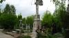 Agitaţie în cimitirele din Chişinău: Oamenii amenajează mormintele înainte de Paştele Blajinilor (VIDEO)