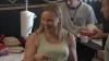 O chelneriţă din SUA a fost protagonista unei farse tari de 1 aprilie (VIDEO)