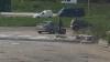 """Situaţie inedită pe o stradă din capitală! Un """"obiect"""" periculos a căzut de la înălţime peste o maşină (FOTO)"""