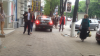 Îl doare în cot de pietoni. Un şofer merge pe trotuar fără jenă chiar pe bulevardul Ştefan cel Mare (VIDEO)