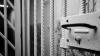 Un poliţist a fost condamnat la închisoare. Omul legii a lovit cu pumnii şi picioarele mai multe persoane