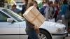 Numărul coletelor expediate în Moldova s-a triplat! Ce cadouri trimit acasă migranţii moldoveni (VIDEO)