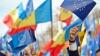 SONDAJ: Peste 50% dintre moldoveni sunt pentru apropierea Moldovei de UE