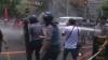 """Proteste violente faţă de vizita lui Barack Obama în Filipine. """"Este ca o a doua ocupaţie militară"""" (VIDEO)"""