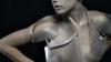 REVOLUŢIE în lumea modei: Rochia care devine transparentă atunci când femeia se emoţionează (VIDEO)