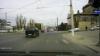 Unda roşie a semaforului nu pare a fi obligatorie pentru toţi conducătorii auto din Chişinău (VIDEO)