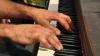 Muzică şi arme la Doneţk! Un muzician italian a sensibilizat societatea prin compoziţii la pian (VIDEO)
