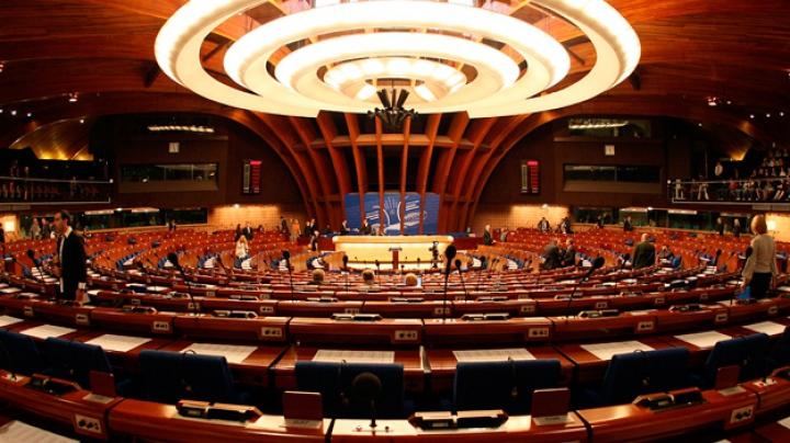 Încă o lovitură pentru ruşi. APCE a decis suspendarea dreptului de vot a delegaţiei ruse
