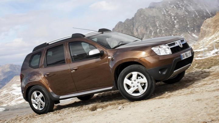 Dacia Duster a dat lovitura! SUV-ul românesc a devenit vedetă după ce-a tractat un Porsche Macan (FOTO)