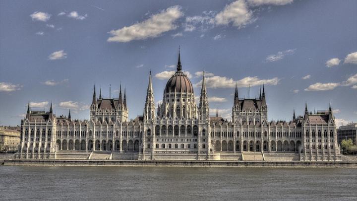Guvernul de la Budapesta acordă 30 de burse de studii pentru moldoveni