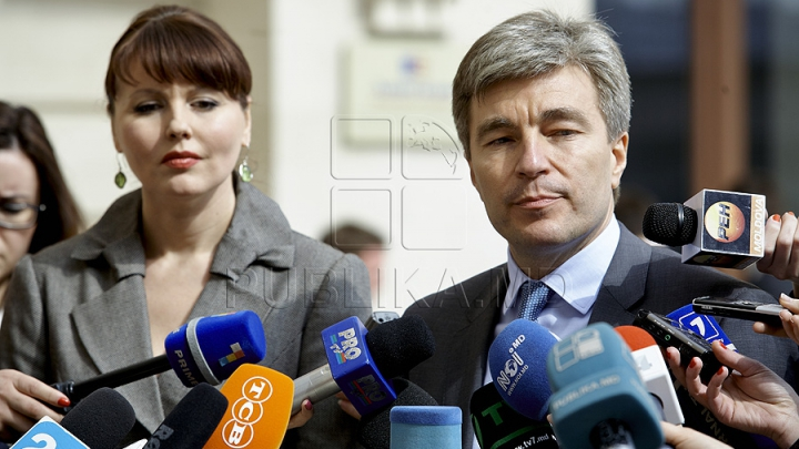 Întrevedere după întrevedere. Eugen Carpov din nou la sfat cu Nina Ştanski