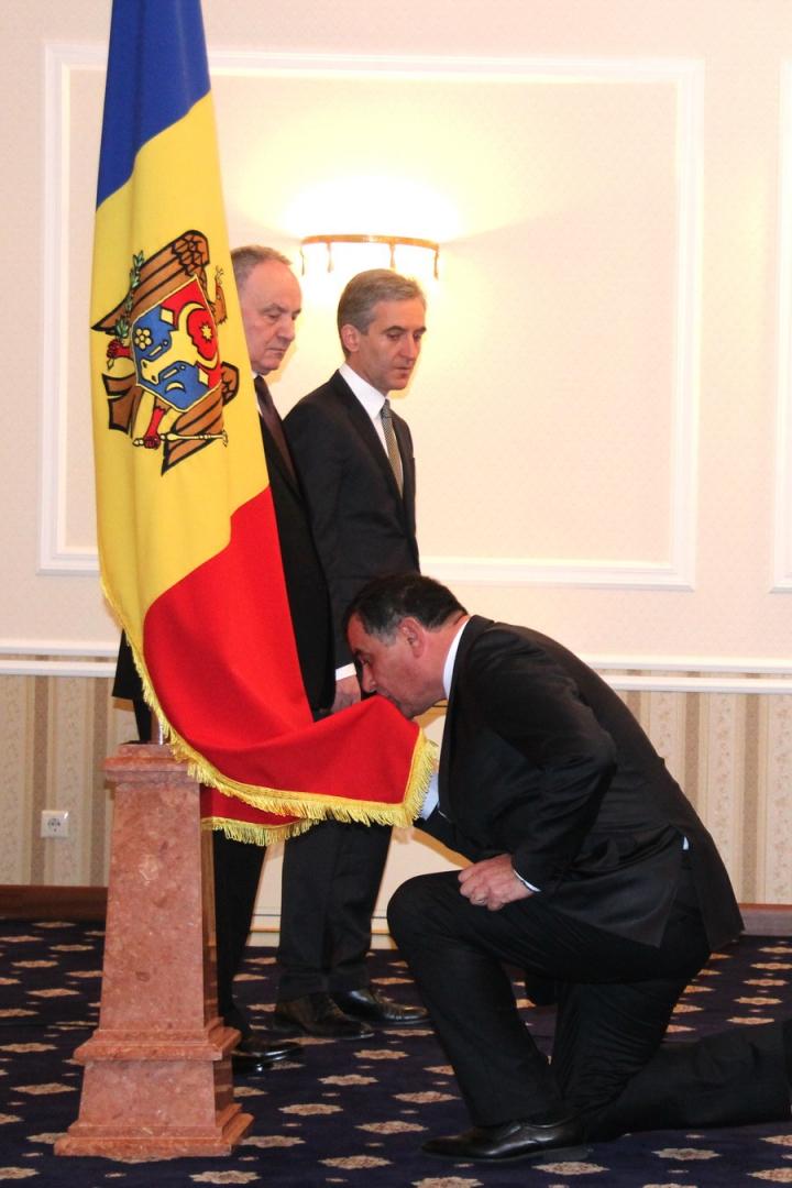 Valeriu Troenco a depus jurământul de învestire în funcţia de ministru al Apărării (FOTO/VIDEO)