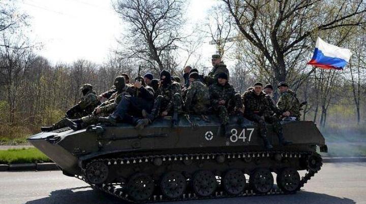 Versiune surpriză legată de blindatele care circulă cu drapele ruseşti în Kramatorsk şi Sloviansk