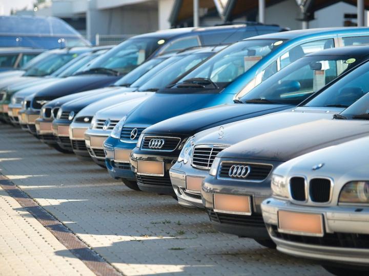 Parlamentul a votat modificarea accizelor la importul de autoturisme în Republica Moldova