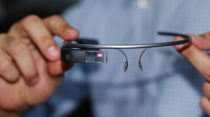 Ochelarii Google Glass vor fi pe piaţă în America din 15 aprilie
