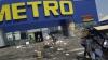 Rafturi goale şi bunuri distruse! Cum arată magazinul Metro din Doneţk după ce a fost jefuit de localnici (GALERIE FOTO)