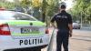 Fază de cascadorii râsului în centrul capitalei. Ce unealtă a folosit un polițist pentru a scoate numerele de la o mașină (VIDEO)