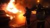 Incendiu de proporţii în capitală! Cinci maşini au luat foc într-o parcare (VIDEO)