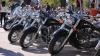 9 mai pe motoare! Zeci de motociclişti au pornit în marş spre centrul capitalei, dar în cale le-a apărut un troleibuz defect (VIDEO)