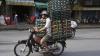 IMAGINI incredibile cu mijlocul de transport preferat al vietnamezilor: Scuterul care transportă absolut orice
