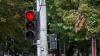 """""""Fără pic de ruşine"""". Un şofer trece la culoarea roşie a semaforului (VIDEO)"""