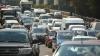 Cum iese un şofer într-o intersecţie aglomerată din Chişinău, după ce a parcat maşina pe trotuar (VIDEO)