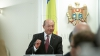 Traian Băsescu a decorat mai mulţi scriitori din Republica Moldova. AFLĂ NUMELE LOR