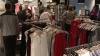 """""""Noaptea reducerilor"""" cu mii de cumpărători. Cele mai solicitate au fost hainele de primăvară-vară"""