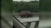 Singură împotriva tuturor! Uite cum sfidează regulile de circulaţie o tânără şoferiţă (VIDEO)