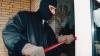 Aventurile nocturne ale unei grupări criminale din Soroca: Bărbaţii au dat spargeri la Primărie, poştă şi la fermă (FOTO)