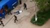 Răpiri peste răpiri în Lugansk! Persoane înarmate au sechestrat două automobile în plină stradă (VIDEO)