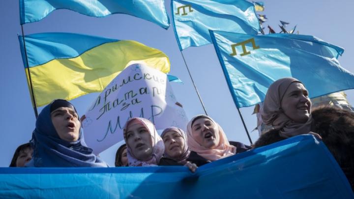 Situaţie tensionată în Crimeea. Băştinaşii tătari comemorează victimele deportărilor din 1944 sub controlul autorităţilor locale