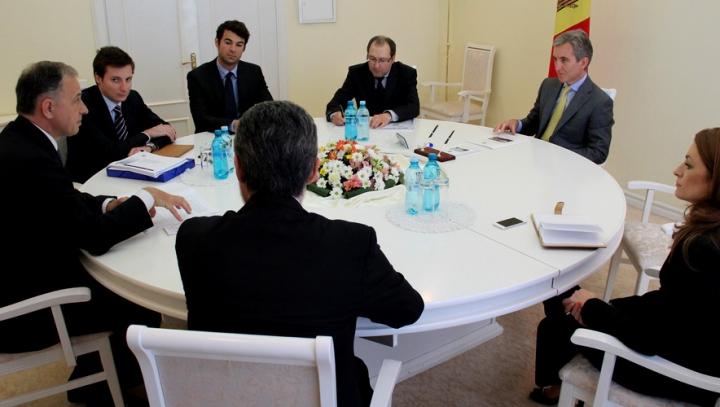 Premierul Leancă, la întrevedere cu senatorul român Mircea Geoană. Ce au convenit cei doi oficiali