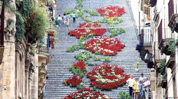 Măiestria artiştilor, demonstrată pe trepte! Topul celor mai frumoase scări din lume (GALERIE FOTO)