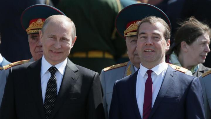 FOTOGRAFIA ZILEI! Ipostaza haioasă în care au fost surprinşi Putin şi Medvedev