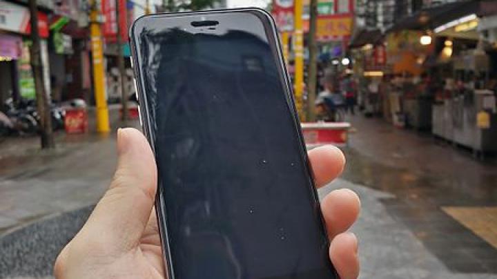 (GALERIE FOTO) iPhone 6 va semăna cu iPod Touch şi va fi rezistent la apă