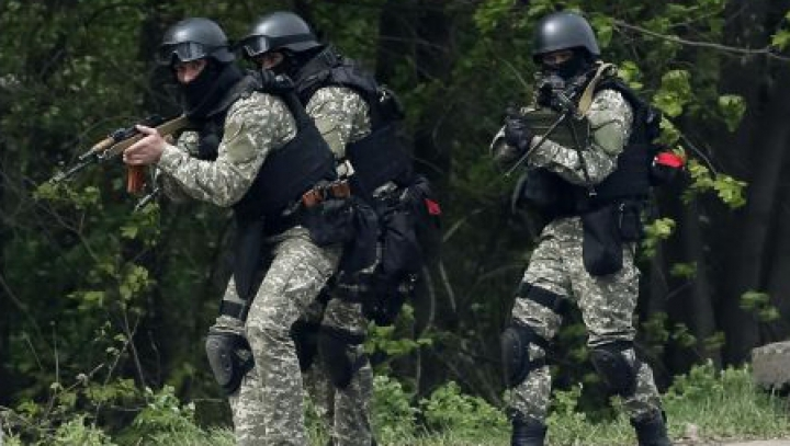 Schimburi de focuri şi explozii la Sloviansk. Militanţii proruşi au încercat să preia controlul asupra turnului de televiziune
