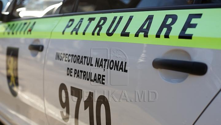 (VIDEO) Pentru că nu i-au găsit nod în papură, politişti de patrulare umilesc un şofer