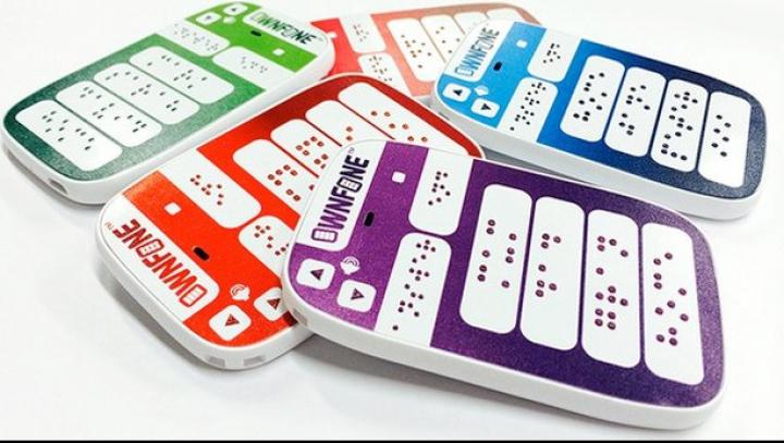 Şi orbii vor putea forma numere la celulare. Primul telefon cu tastatură pentru nevăzători, lansat