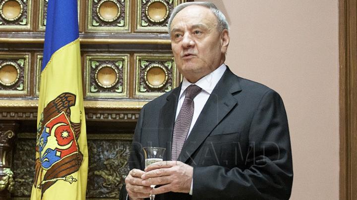 """Preşedintele Nicolae Timofti i-a decorat pe doi oficiali europeni cu """"Ordinul de Onoare"""""""