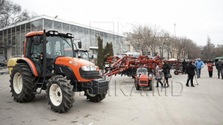Veşti bune pentru agricultori! Fermierii care vor importa tractoare agricole ar putea fi scutiţi de TVA