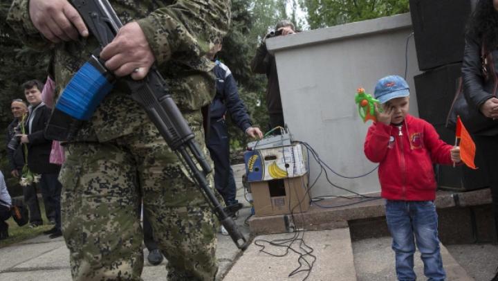 Referendum cu explozii în estul Ucrainei. Sediul Primăriei din Mariupol este în flăcări