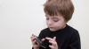Moldovenii sărăciţi de jocurile online! O familie trebuie să achite peste 21.000 de lei pentru distracţia copilului pe o reţea de socializare
